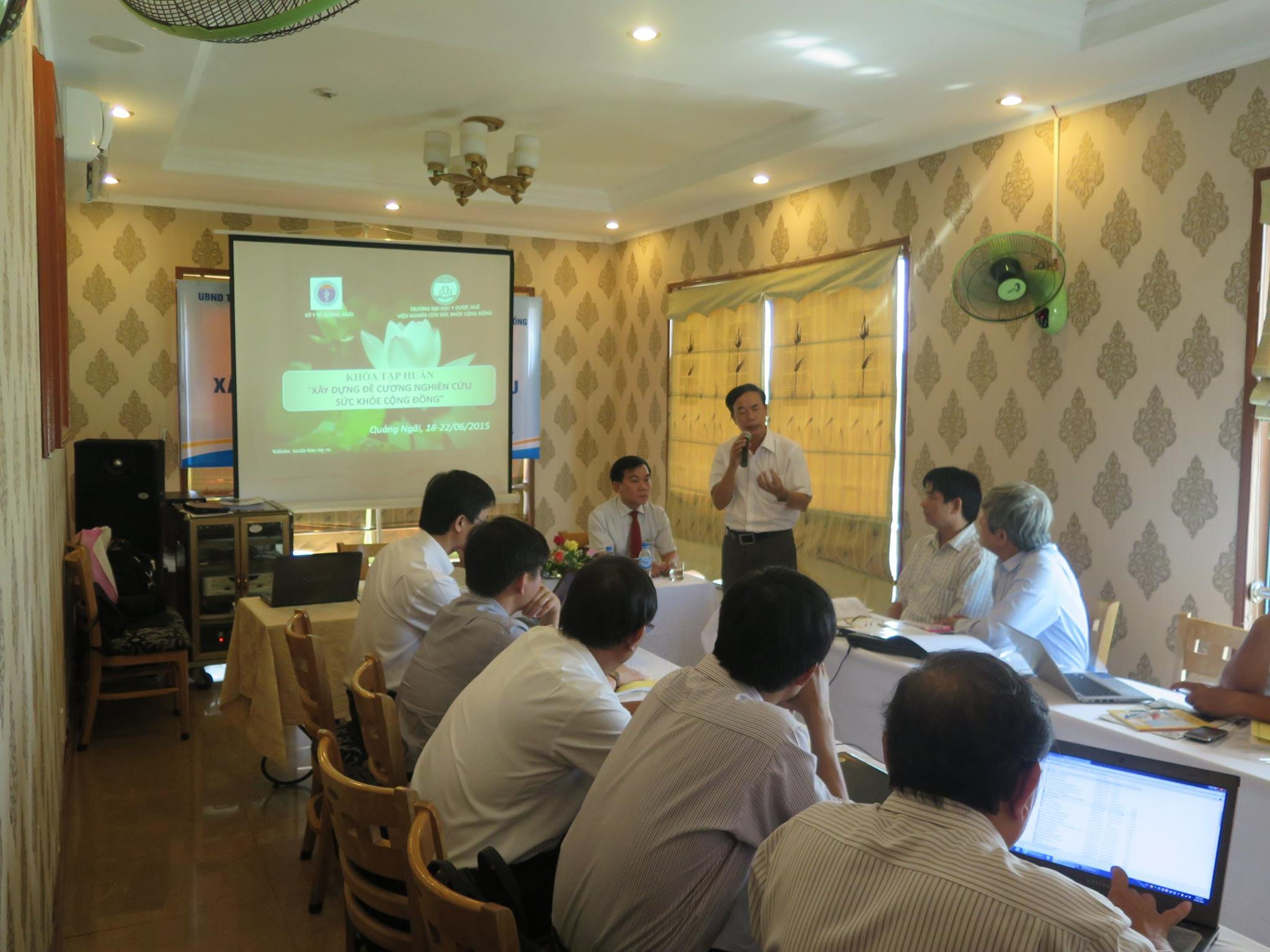 Running training course on writing research proposal in Quang Ngai Province
